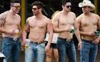 Jovens fazem festa 'lado B' no Centro da cidade (Érico Andrade/G1)