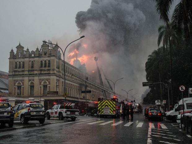 Incêndio no Museu da Língua Portuguesa (Foto: Rogério Cavalheiro / Estadão Conteúdo)