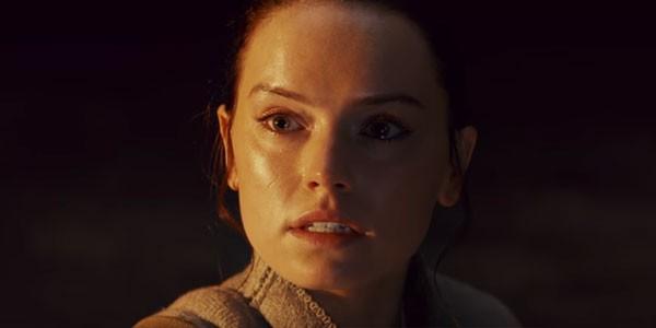 Rey pede ajuda para entender o seu papel na Força. Será que Kylo Ren é o alvo do pedido? (Foto: Reprodução)