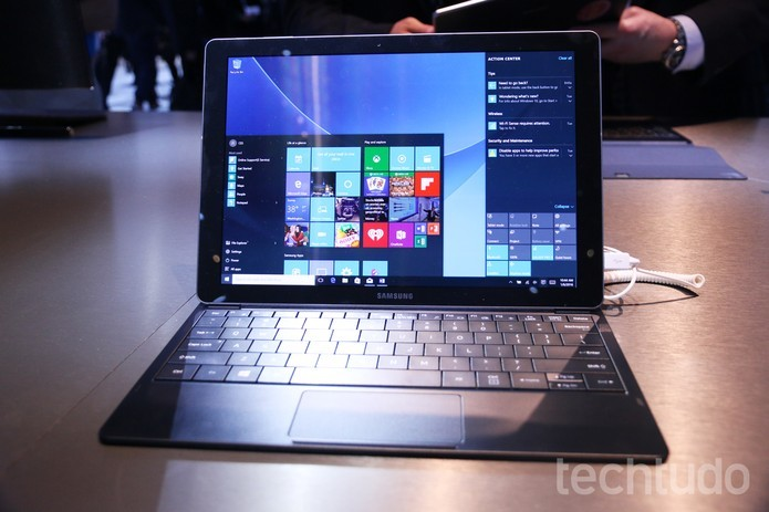 Tablet híbrido da Samsung vem com Windows 10 e bateria de 20 horas (Foto: Marlon Câmara/TechTudo)