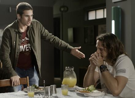 Zac discute com Gui após insinuação sobre mãe do jovem
