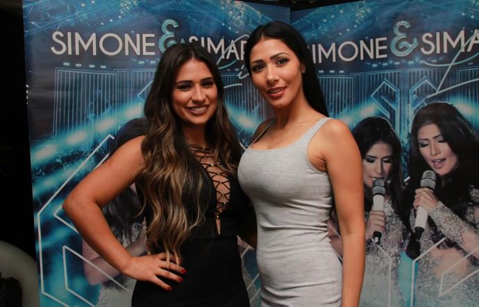 Simone e Simaria no camarim do Villa Mix Fortaleza (Foto: Luanna Gondim / TV Verdes Mares)
