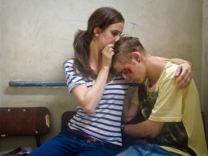 Os atores Rita Batata e Giovanni Gallo em 'De menor' (Foto: Divulgação)
