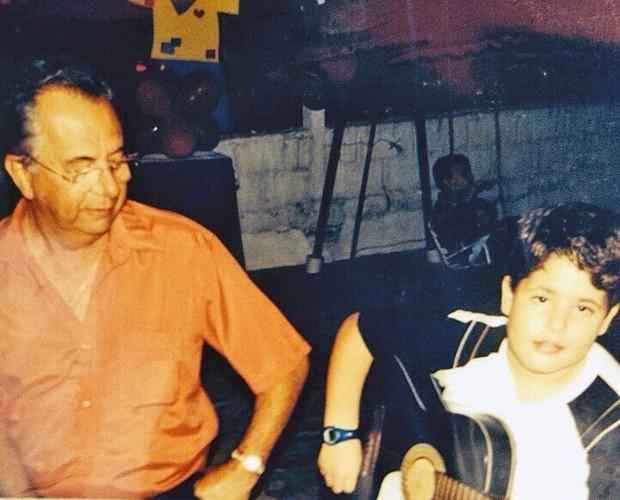 Leandro Buenno ao lado do avô (Foto: Arquivo Pessoal)