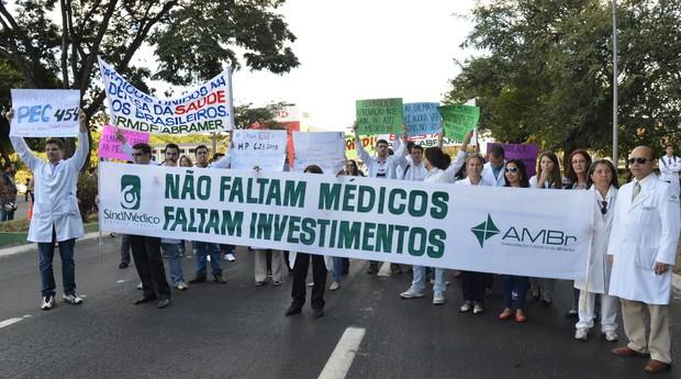 Médicos protestaram nesta semana, em Brasília, contra o Programa Mais Médicos (Foto: Valter Campanato/ABr)