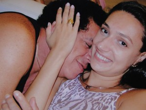 Wando dá um 'cheiro' em Renata (Foto: Renata Costa Lana e Souza / Arquivo Pessoal)