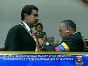 Imagem da televisão estatal venezuelana mostra Maduro assumindo a presidência (Foto: Reprodução)