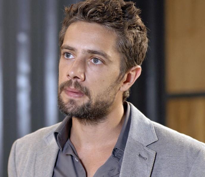 César surta com possibilidade de perder esquema ilícito por causa de Felipe (Foto: TV Globo)