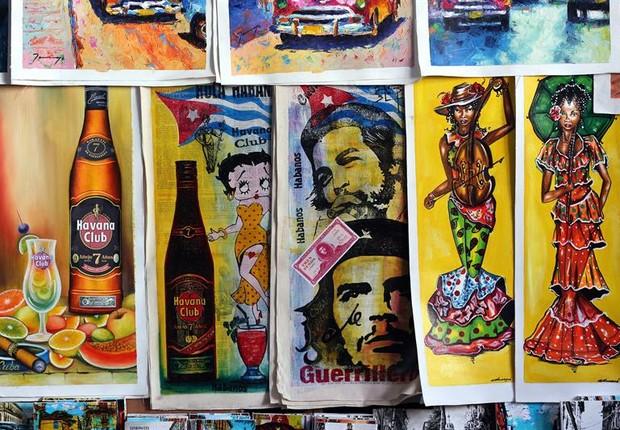 Pinturas de Che Guevara são vendidas em mercado de Havana, em Cuba (Foto: Alejandro Ernesto/EFE)