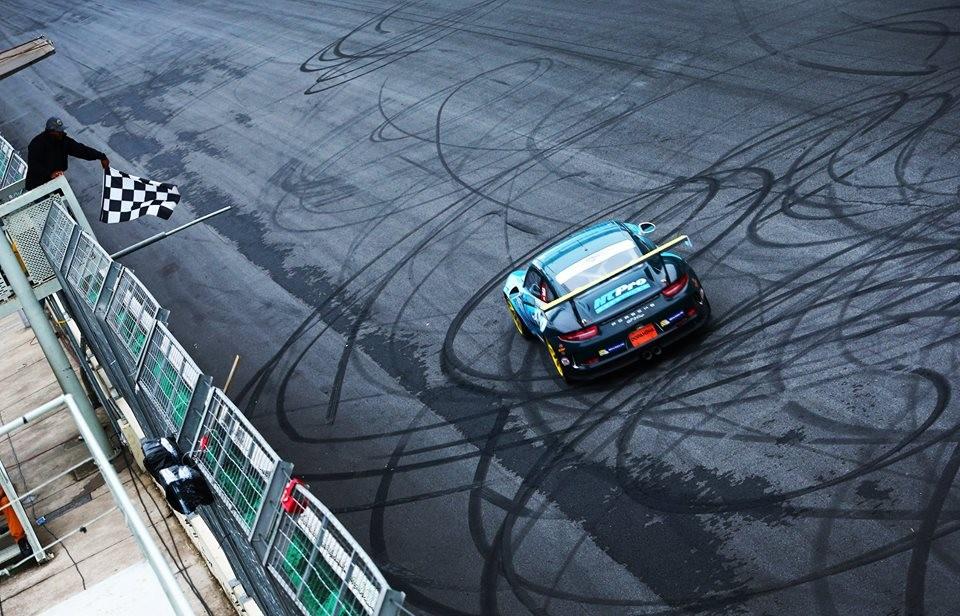 O piloto Rodrigo Baptista #3 vence na Cup (Foto: Divulgação/Luca Bassani/Porsche Império GT3)