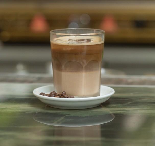 Amarula White Russian tem licor de café e vodca como ingredientes (Foto: Divulgação / Danilo Koshimizu)
