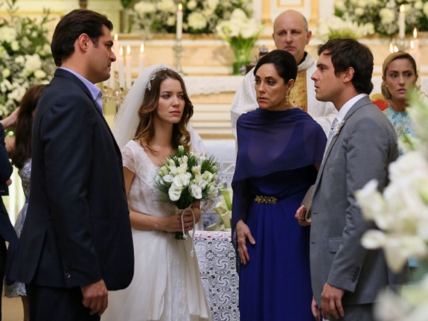 Todo mundo fica confuso com a reviravolta do casamento (Foto: Isabella Pinheiro/Gshow)