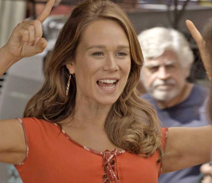 Tancinha vibra com a notícia de Shirlei (Foto: TV Globo)