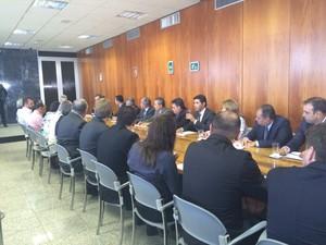 O governador do DF, Rodrigo Rollemberg, apresentou novas medidas junto aos novos administradores regionais (Foto: Luciana Amaral/G1)