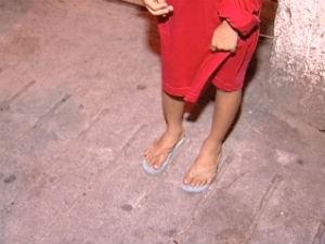 Menina foi abandona pela mãe há três anos, no Espírito Santo (Foto: Wagner Martins/ G1)
