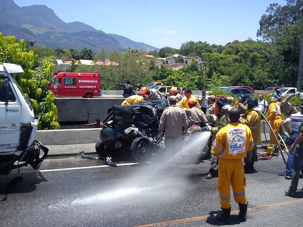 Acidente envolvendo 16 veículos complica trânsito na Linha Amarela, no Rio (Foto: Deborah Hotinga Santos/VC no G1)