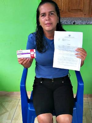 Mulher diz que espera por medicamento há mais de cinco meses no Acre (Foto: Adelcimar Carvalho/G1)