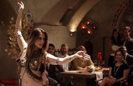 Para ficar perto de Zyah, Bianca (Cleo Pires) se muda para a cidade e vira dançarina Divulgação/TV Globo
