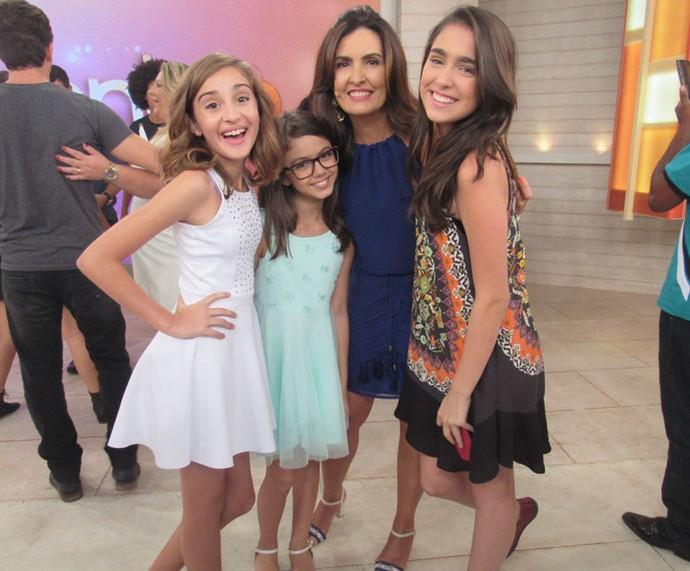 Larissa Carvalho, Luna Bandeira e Vicky Valentim com a Fátima  (Foto: Monique Arruda/Gshow)