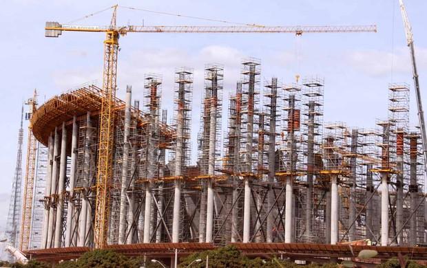 Obra do estádio Nacional de Brasília (Foto: Fabricio Marques/GLOBOESPORTE.COM)