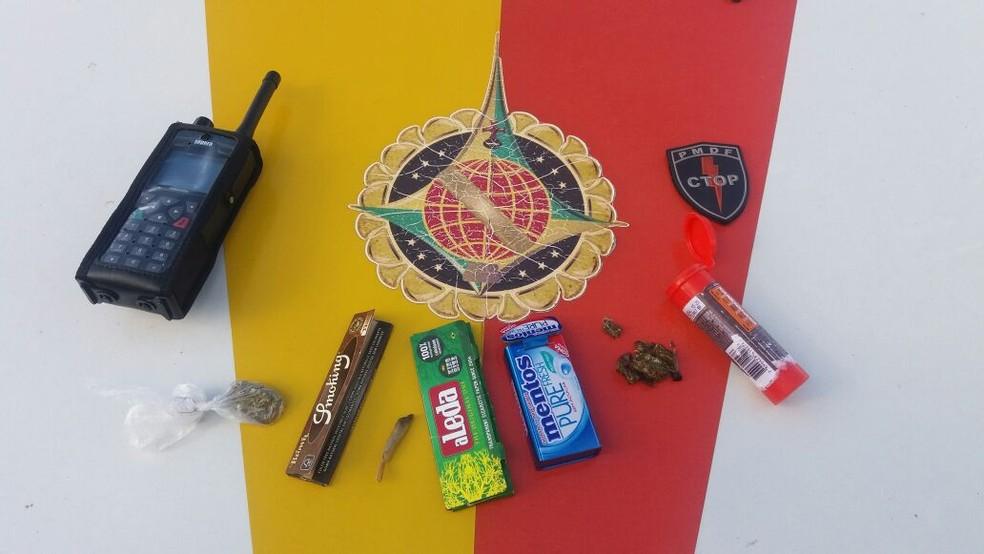 Material apreendido com grupo durante 'Marcha da Maconha' (Foto: Polícia Militar/Divulgação)