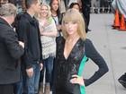 Poderosa, Taylor Swift usa vestido decotado em gravação