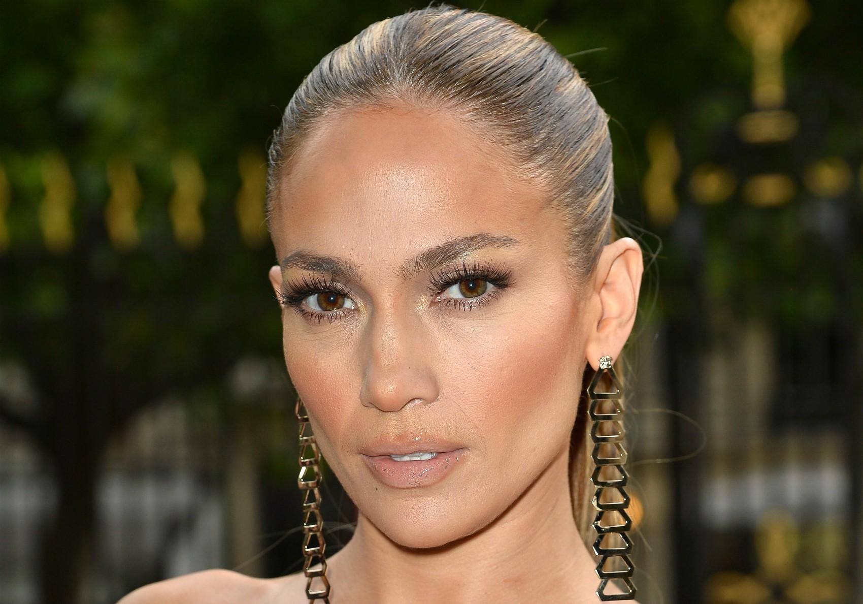 Jennifer Lopez não tinha onde morar na época em que começou a ficar famosa, no seriado cômico 'In Living Color' (1990–1994). Ela passava as noites dormindo no estúdio do programa. (Foto: Getty Images)