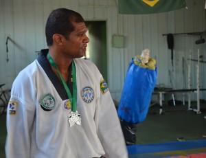 Fabio Santana, de 39 anos, se prepara para competição de Taekwondo na Europa (Foto: Jonatas Boni)