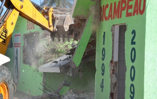 Sala do Sousa é demolida após ação do Ministério Público (Foto: Charley Garrido)