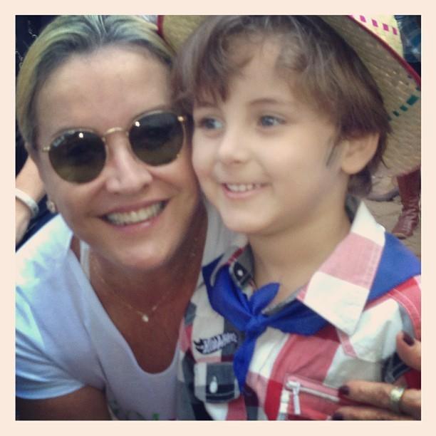 O garoto com a avó (Foto: Reprodução/Instagram)