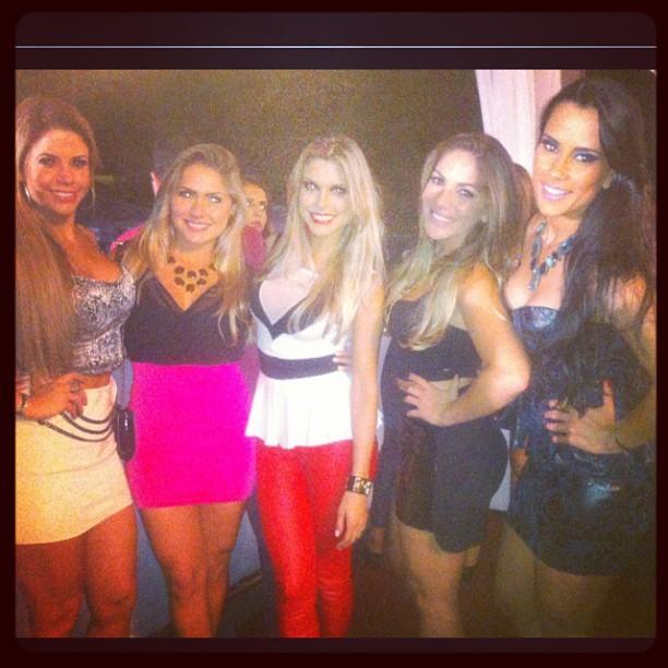 Ex-BBBs Cacau, Renata, Flávia Viana, Anamara e Kelly (Foto: Instagram/ Reprodução)