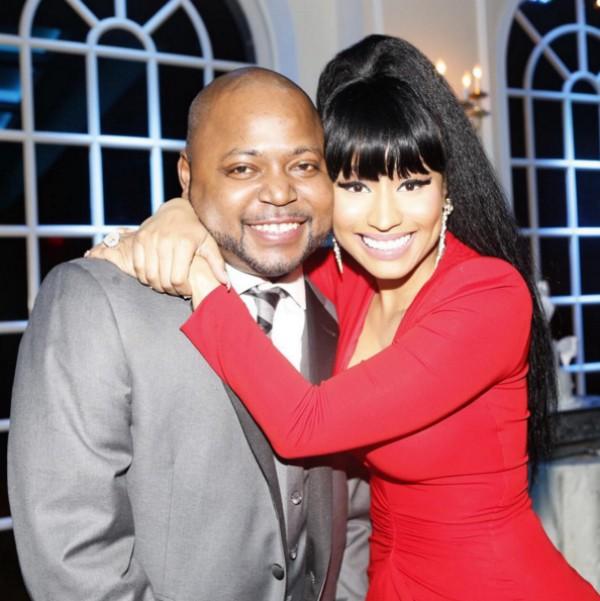 Nicki Minaj abraça seu irmão, Jelani Maraj, durante o casamento do empresário (Foto: Reprodução/Instagram)