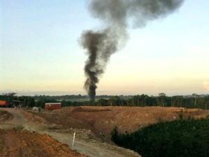 Fumaça preta surge na região do Aeroporto Eduardo Gomes após a explosão de aeronave (Foto: Divulgação)