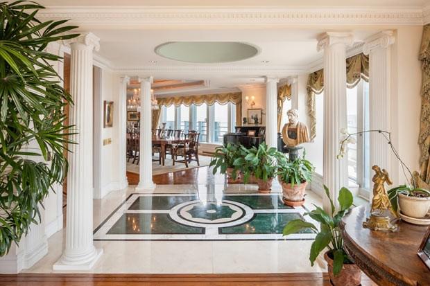 Foto divulgada pela imobiliária Prudential Douglas Elliman mostra o interior do luxuoso apartamento em formato octogonal (Foto: AP)