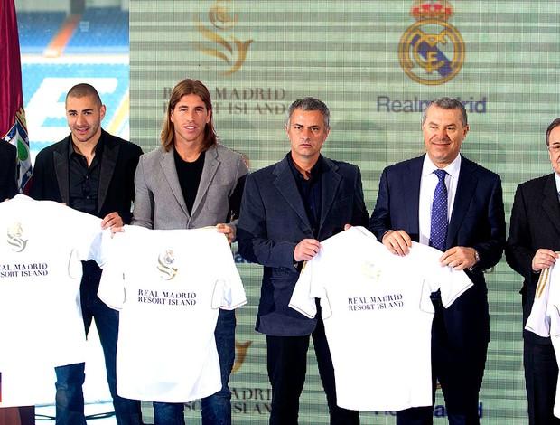 jogadores e dirigentes do Real Madrid anunciam inauguração de resort (Foto: AP)