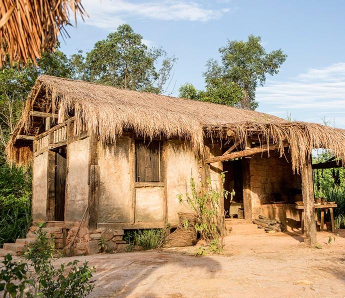 Toras de madeira davam a estrutura de casas simples como a de Joaquina e Antônia (Foto: Felipe Monteiro / Gshow)