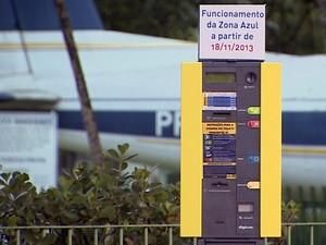 Cobrança de zona azul começa  a valer na Vila Adyanna em São José (Foto: Reprodução/TV Vanguarda)