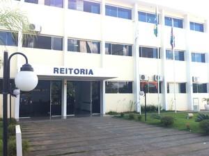 Reitoria da Universidade Estadual de Montes Claros (Foto: Ana Carolina Caldeira/G1 )