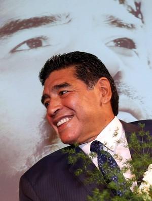 Maradona visita Gazzetta dello Sport  (Foto: EFE)
