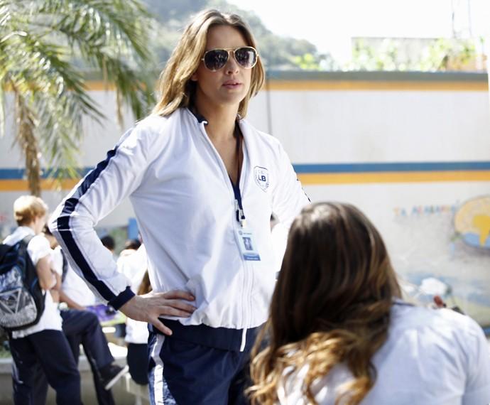 Monique tira satisfação com Alina (Foto: Raphael Dias/Gshow)