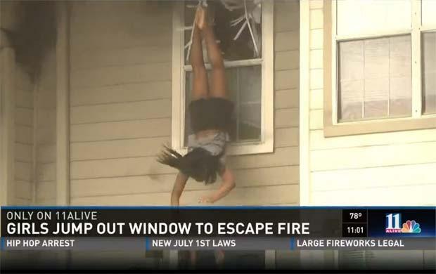 Vídeo mostra meninas pulando de janela para escapar de incêndio em Sandy Springs, nos Estados Unidos (Foto: Reprodução/ 11 Alive)