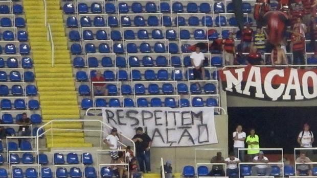 Torcida Flamengo faixa respeiro (Foto: Richard Souza / Globoesporte.com)