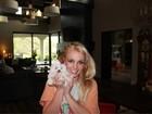 Britney Spears apresenta seu novo cachorrinho
