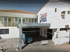 Grupo saqueia hospital fechado e leva  portas, ar condicionado e fios de cobre
