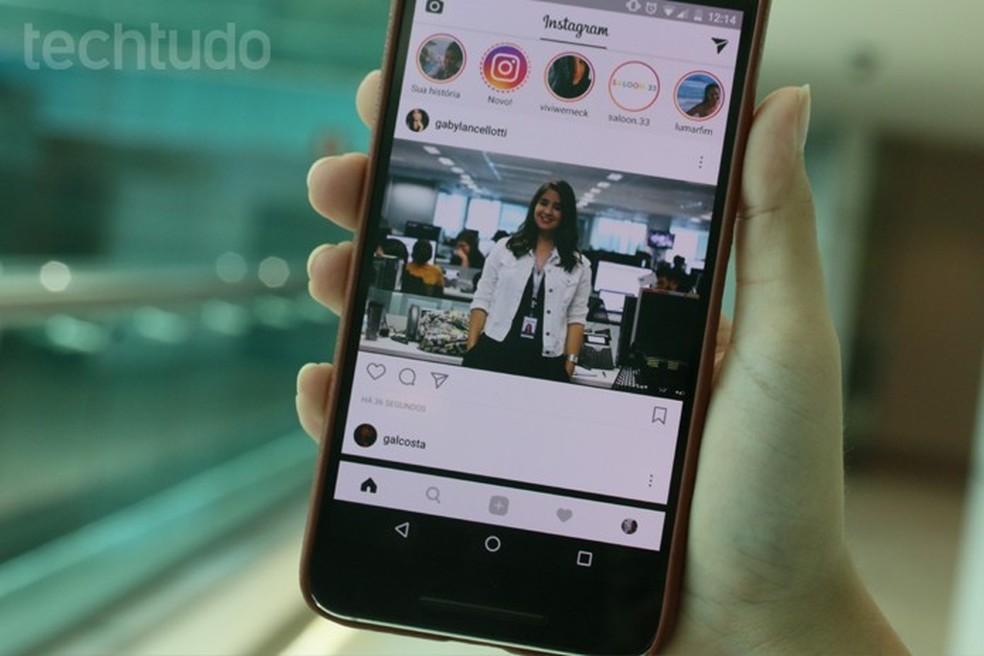 Extensão baixa pacote com todas as fotos do Instagram incluindo Stories (Foto: Carolina Ochsendorf/TechTudo)