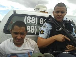 Terceiro preso recapturado foi preso com arma e disparou contra policiais (Foto: PM/Divulgação)