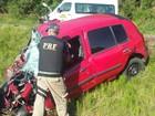 Motorista morre em acidente entre carro e van na BR-116, em Guaíba