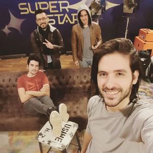 Leo e os companheiros da Pagan John: Gustavo, Maurício e João, nos bastidores do SuperStar (Foto: Arquivo pessoal)