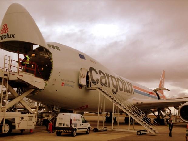 O Boeing 747-F8, um dos maiores do mundo, pousa no Aeroporto de Viracopos em Campinas (Foto: Frederico Andrade/Aeroportos Brasil Viracopos)