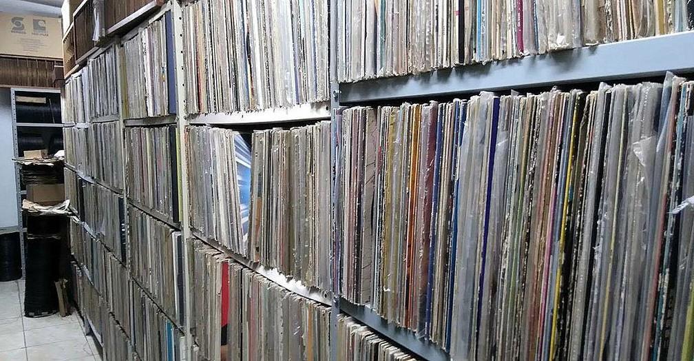 Paixão por colecionar discos começou aos 11 anos  (Foto: Miguel Coelho/Arquivo pessoal)